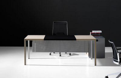 Mesa principal despacho dirección